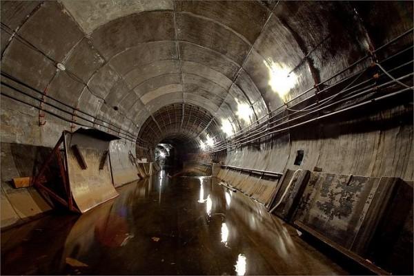 Проходка левого перегонного тоннеля между станциями Деловой центр и Парк Победы